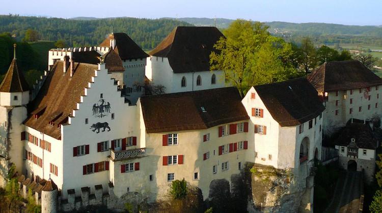 Schloss Lenzburg aus der Vogelperspektive