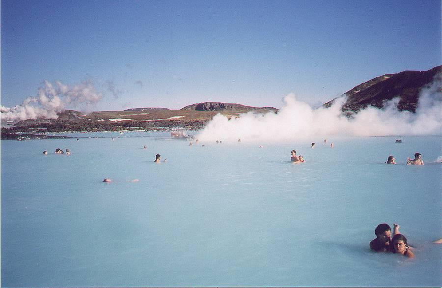 Blaue Lagune mit Sýlingafell im Hintergrund und Þorbjörn rechts