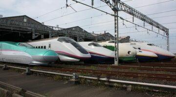 JR East Shinkansen Lineup on a Public opening Event at Niigata Shinkansen Rolling Stock Center / (from the Left) E5 Series, E3 Series, E2 Series, 200 Series, E4 Series, and E1 Series
